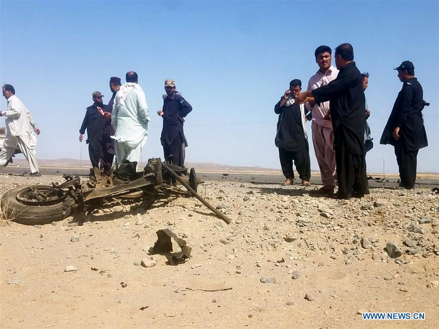 Security personnel inspect the site of a suicide blast in Pakistan\'s southwestern Balochistan province on Aug. 11, 2018. A suicide attack injured six people including three Chinese workers here on Saturday, the Chinese Embassy to Pakistan said. (Xinhua/Stringer)