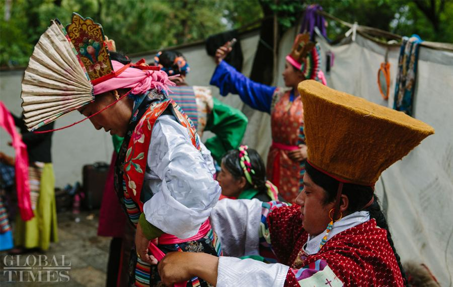 Performers wear traditional costume for Tibetan opera at Norbulingka, Southwest China\'s Tibet Autonomous Region, on Saturday. Tibetan opera is a traditional way of celebrating the festival. (Photo: Li Hao/GT)