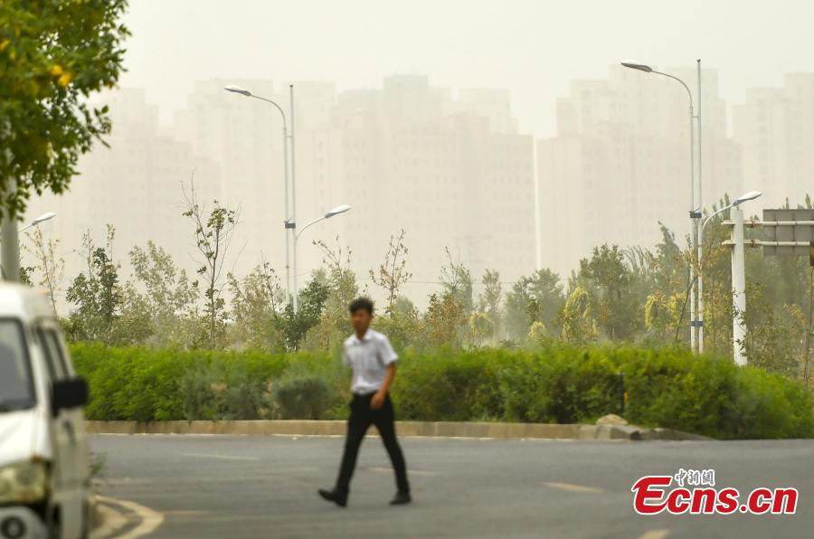 A sandstorm hits Urumqi, capital of Northwest China's Xinjiang Uygur Autonomous Region, Aug. 12, 2018. Visibility was reduced as dust shrouded the city, where temperatures reached approximately 35 degrees centigrade. (Photo: China News Service/Liu Xin)