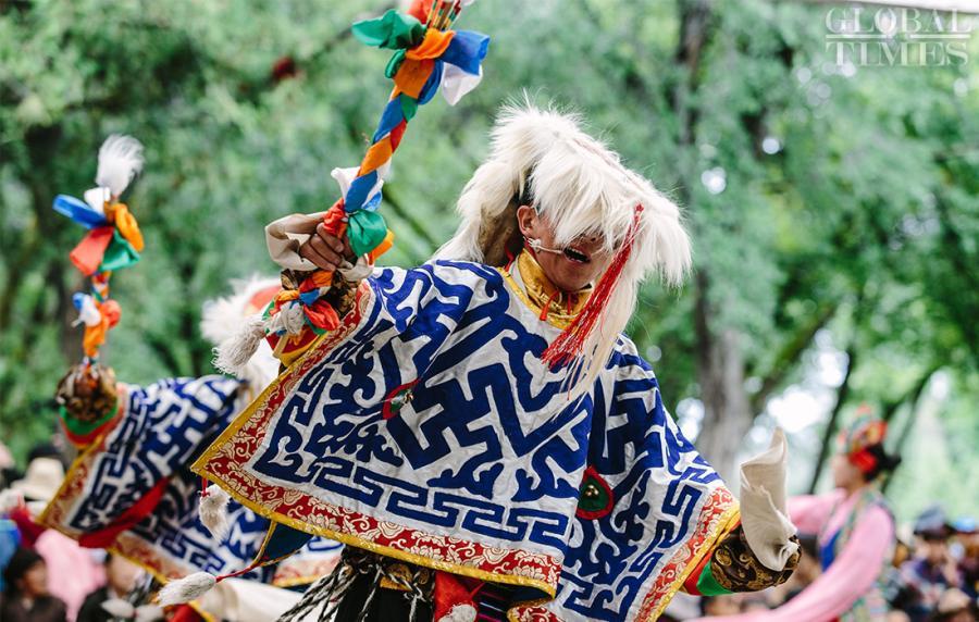 Tibetan opera is performed at Norbulingka, Southwest China\'s Tibet Autonomous Region on Saturday. (Photo: Li Hao/GT)