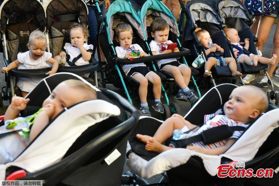 Twins and triplets children are seen, as they set the new record of twins, at the Festival Of Twins in Kiev, Ukraine, Aug. 11, 2018. Representatives of the Ukrainian National Register of Records registered the new record at 200 pairs of twins and triplets, who gathered at the same time in the same place. (Photo/Agencies)