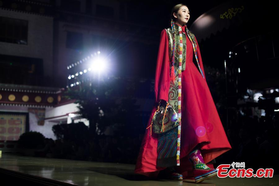 A model presents an outfit during a fashion show in Lhasa, Tibet Autonomous Region, Aug. 12, 2018. Models presented 84 designs including 26 traditional Tibetan costumes in the fashion show organized by Tibet Vocational Technical College and the Beijing Institute of Fashion Technology. (Photo/Xinhua)