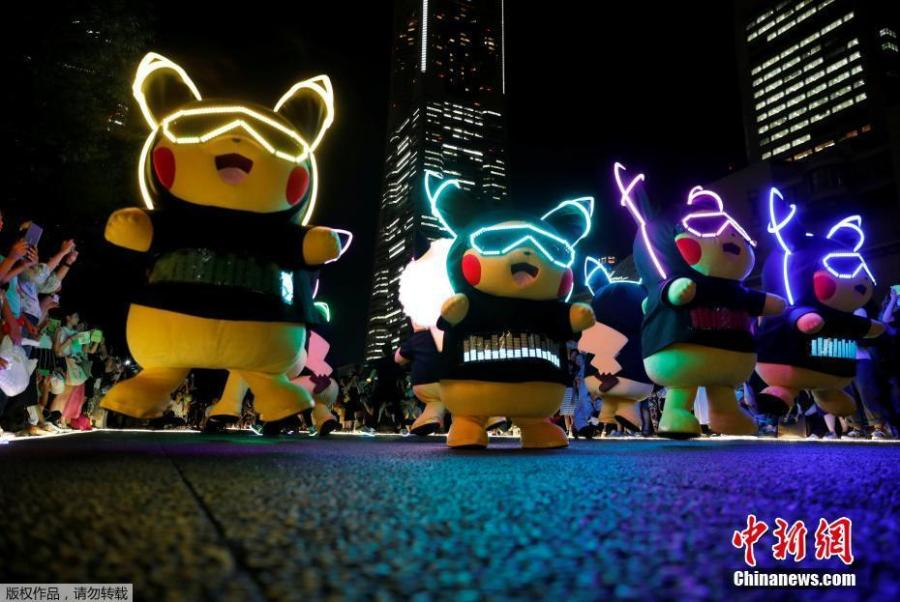 Performers wearing Pokemon\'s character Pikachu costumes take part in a night parade in Yokohama, Japan August 10, 2018. A total of over 1,500 Pikachus (in both frolicking and decorative forms) will be greeting visitors to Yokohama's Minato Mirai harbor district. (Photo/Agencies)