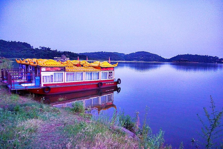 Scenery of Guyu Lake in Longchang city, southeast of Sichuan Province, in early August. (Photo/China Daily)
