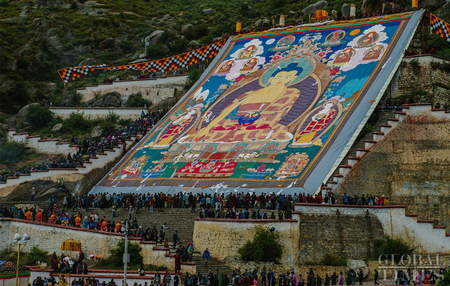 A giant Buddha thangka can be seen during the 2018 Shoton Festival at Drepung Monastery in Lhasa, Southwest China\'s Tibet Autonomous Region, on Saturday. (Photo: Li Hao/GT)