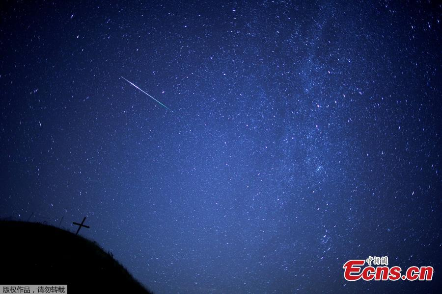 A meteor streaks past the Milky Way in the night sky above Leeberg hill during the Perseid meteor shower in Grossmugl, Austria, August 12, 2018. (Photo/Agencies)