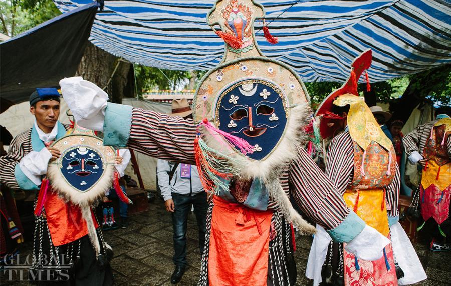 A performer dresses up for Tibetan opera performance at Norbulingka, Southwest China\'s Tibet Autonomous Region, on Saturday. Tibetan opera is a traditional way to celebrate the Shoton Festival. (Photo: Li Hao/GT)