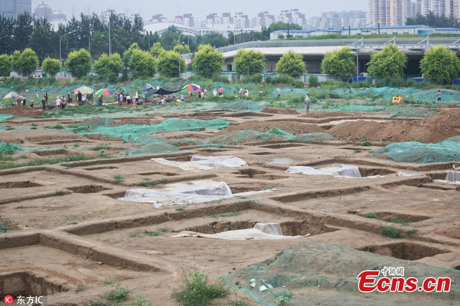 Ancient tomb clusters consisting of about 300 tombs have been found near the Beijing Olympic Sports Center in Beijing, China. The 300 tombs, discovered at a construction site, were  presumably built around the Qing Dynasty (1644-1911), according to local cultural relics department. (Photo/IC)