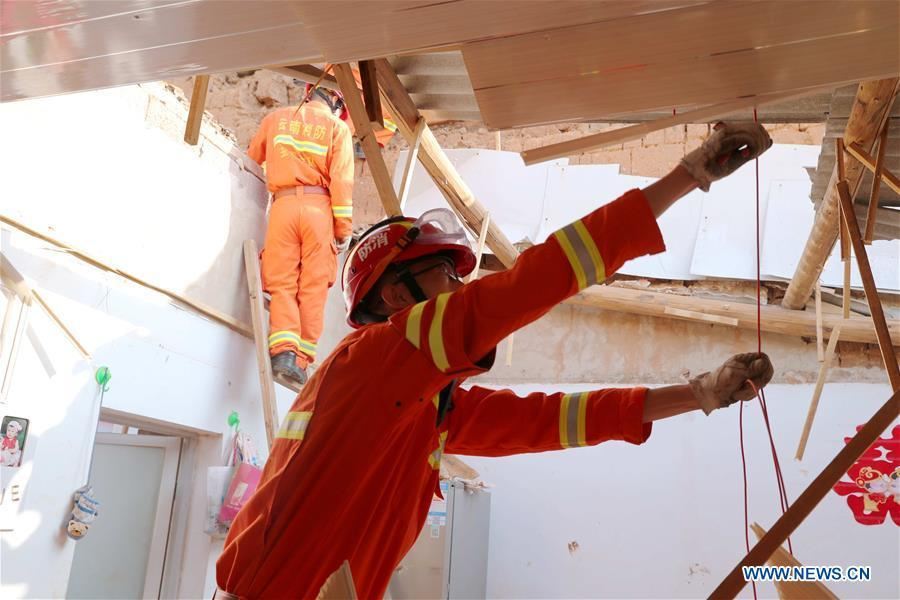 A rescuer works at a damaged house in Tonghai County, southwest China\'s Yunnan Province, Aug. 13, 2018. Eighteen people were injured after a magnitude-5 earthquake jolted Yunnan Province Monday morning, local authorities have said. The quake affected more than 48,000 residents in the counties of Tonghai and Huaning and the district of Jiangchuan, all administered by the city of Yuxi, damaging over 6,000 homes, according to a statement from the provincial civil affairs department. (Xinhua/Wang Anhaowei)
