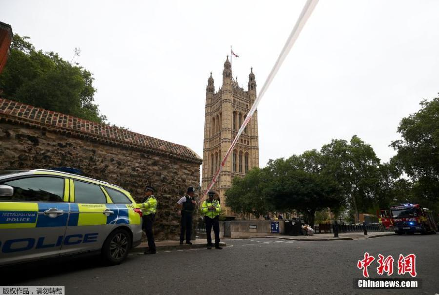 Police officers stand at a cordon after a car crashed outside the Houses of Parliament in Westminster, London, Britain, Aug. 14, 2018. A man deliberately drove a car into London pedestrians and cyclists on Tuesday before ramming it into barriers outside Britain's parliament in what police said appeared to be the second terrorist attack at the building in just under 18 months. (Photo/Agencies)