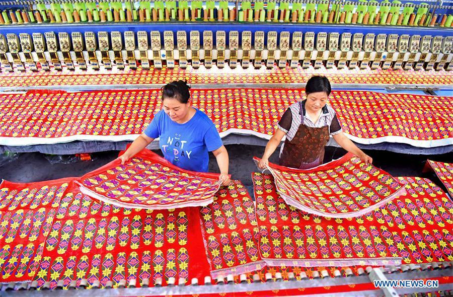 Two women work in a knitting workshop in Gezhuang Village of Shiqiao Town in Yiyuan County, east China\'s Shandong Province, Aug. 14, 2018. In recent years, Yiyuan government has made efforts on the development of knitting and embroidery industry. Through establishing cooperatives and industry associations, the government helps to open up domestic and international market for products and raise income for the locals. (Xinhua/Zhao Dongshan)