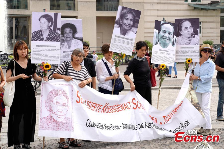 South Koreans and Japanese hold a rally to mark the International Memorial Day of Comfort Women in Berlin, Germany, Aug. 14, 2018. Protestors demanded the Japanese government apologize to victims and provide compensation for Japan's system of wartime brothels. (Photo: China News Service/Peng Dawei)