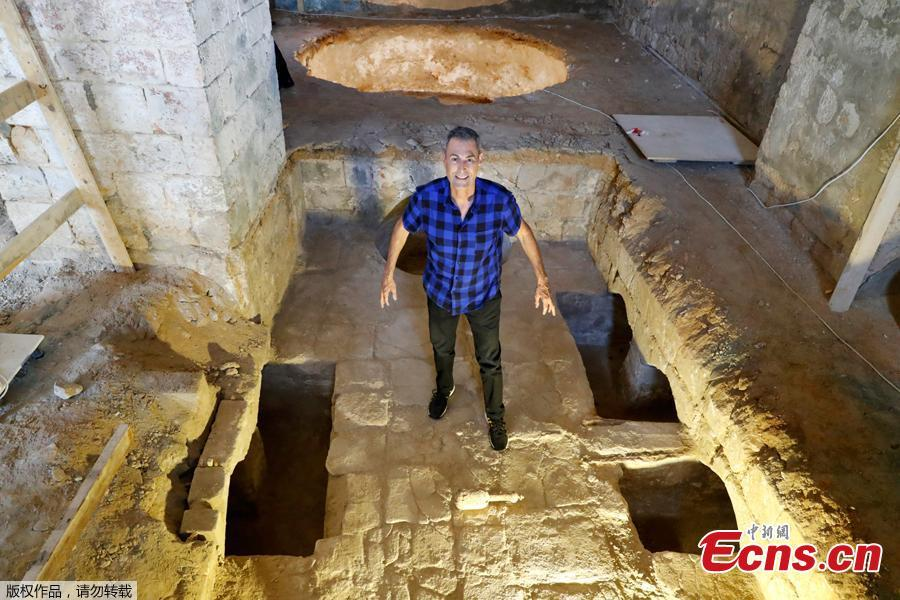 Illusionist Uri Geller poses at a soap factory dating to the 19th century found during work on his new museum in Jaffa on August 14, 2018. Archaeologists have unearthed an Ottoman-era soap factory and a number of large underground vaults in the ancient port city of Jaffa, the Israel Antiquities Authority announced Tuesday.(Photo/Agencies)