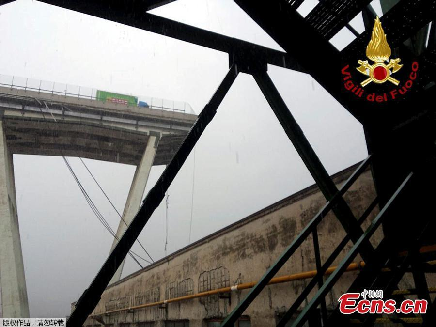 A motorway bridge which collapsed on Tuesday near the northern Italian port city of Genoa is seen in this picture released by Italian firefighters on August 14, 2018.   The bridge connects the highway A10 to the western part of the city, near a populous neighborhood called Sampierdarena. At least 26 people were killed in the accident.  (Photo/Agencies)