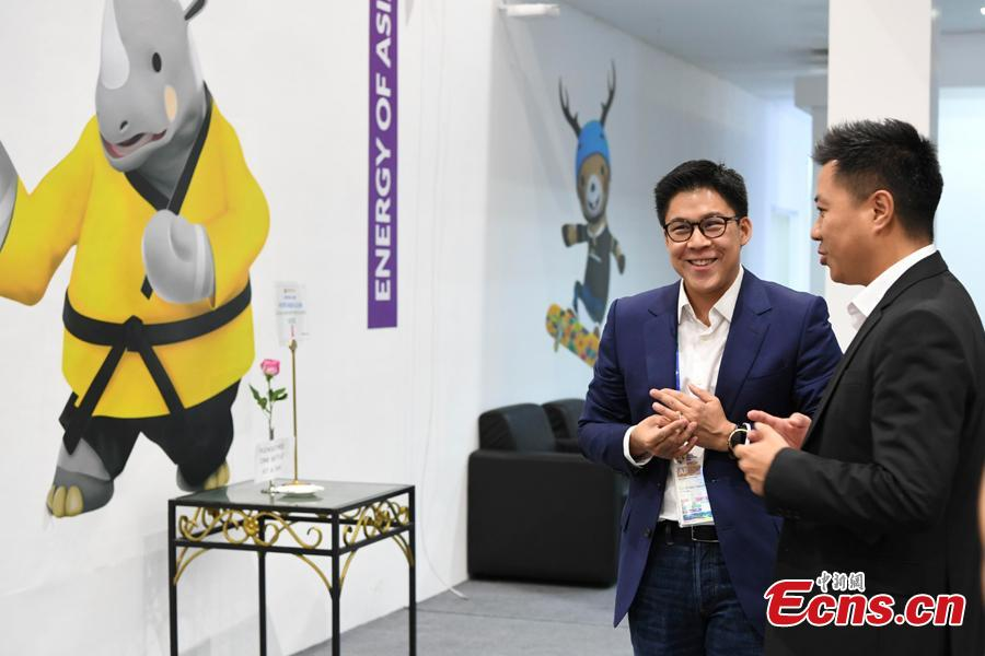 Kenneth Fok visits the press center for the 2018 Asian Games in Palembang, Indonesia, Aug. 15, 2018. A total of 11,300 athletes from 45 National Olympic Committees will compete in the Asian Games set to be played from August 18 to September 2, according to the latest data from the Olympic Council of Asia. (Photo: China News Service/Wang Dongming)