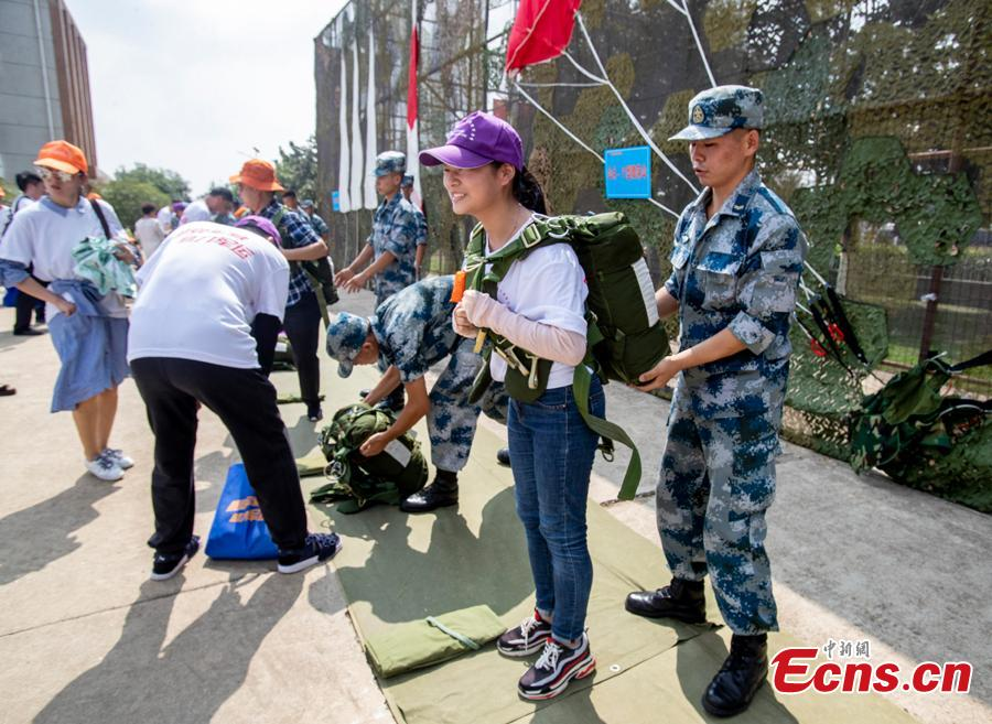 Visitors look at equipment on display during a military open day in Wuhan City, Central China's Hubei Province, Aug. 15, 2018. The event, supervised by the National Defense Education Office, attracted representatives of various military units as well as some 3,000 visitors. (Photo: China News Service/Zhang Chang)