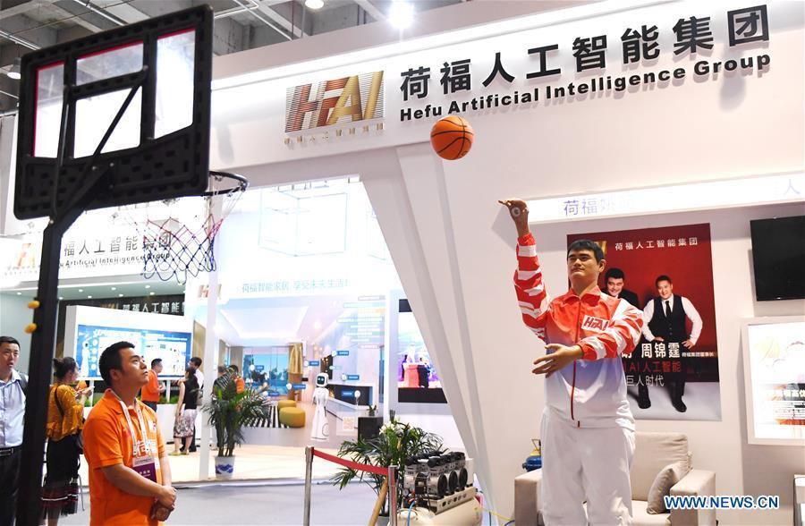 Photo taken on Aug. 15, 2018 shows a bionic basketball-shooting robot at World Robot Conference 2018 in Beijing, capital of China. Kicking off on Wednesday, the Conference attracted contestants from 16 countries and regions to participate in the contest section. (Xinhua/Zhang Chenlin)
