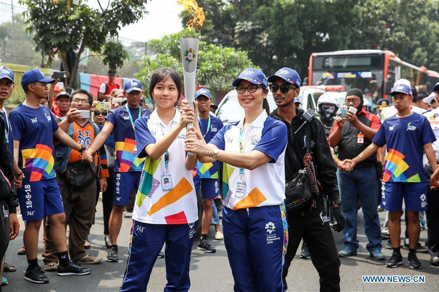 hinese torch bearer Zhang Hongyi (L Front) participates in the Torch Relay in Jakarta, Indonesia, Aug. 15, 2018. The 2018 Asian Games will kick off here on Aug. 18. (Xinhua/Zhu Wei)