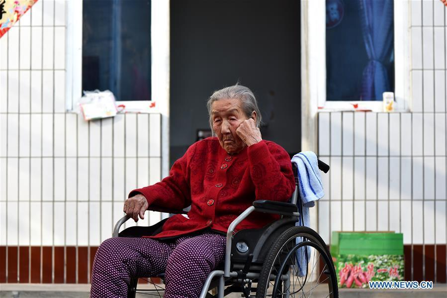 Cao Heimao is seen at a courtyard on March 13, 2018. Cao died at the age of 96 in Qidong Village of Yuxian County, north China\'s Shanxi Province, July 24, 2018. In the autumn of 1941, Cao was captured by Japanese invaders and became a \