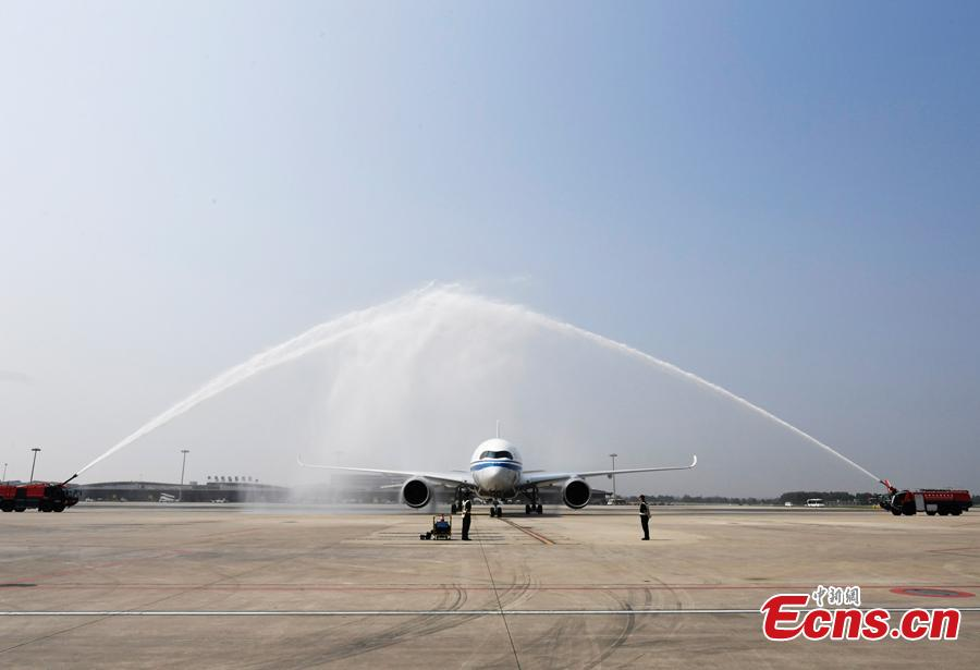 Air China's first A350-900 aircraft, to fly on the Beijing-Chengdu route, arrives in Shuangliu International Airport in Chengdu City, Sichuan Province, Aug. 15, 2018. Air China has configured the widebody aircraft with three classes, offering a total of 312 seats. The business class cabin has 32 seats laid out in a 1-2-1 reverse herringbone pattern. The premium economy cabin has 24 seats and the economy cabin offers 256 seats. (Photo: China News Service/An Yuan)