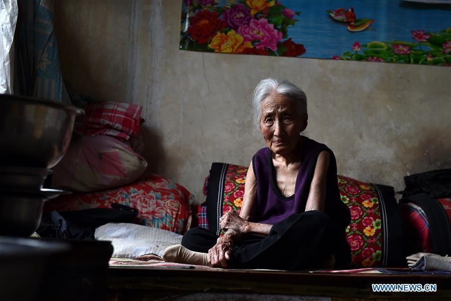 Hao Juxiang is seen at home in Quandian Village of Wuxiang County, north China\'s Shanxi Province, Aug. 3, 2016. Hao died on Aug. 16, 2016 at the age of 94. In April of 1939, Hao was captured by Japanese invaders and became a \
