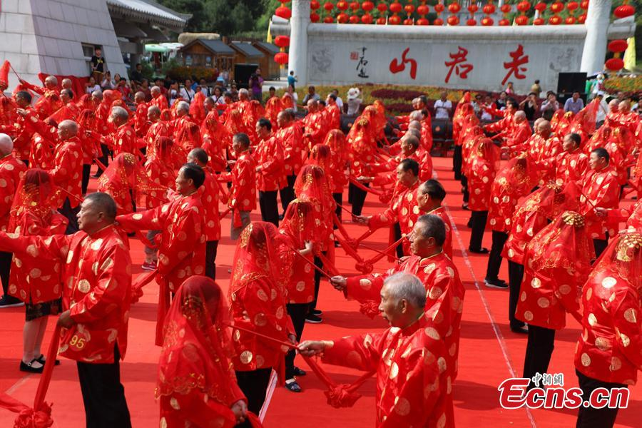 Some 101 couples attend a golden wedding anniversary celebration on Laojun Mountain in Luanchuan County, Central China's Henan Province, Aug. 16, 2018, in the run up to Qixi Festival, known as China's Valentine\'s Day. Falling on the seventh day of the seventh lunar month on the Chinese calendar - Aug. 17, this year - the festival celebrates the annual meeting of the cowherd and weaver girl in Chinese mythology. (Photo: China News Service/Wang Zhongju)