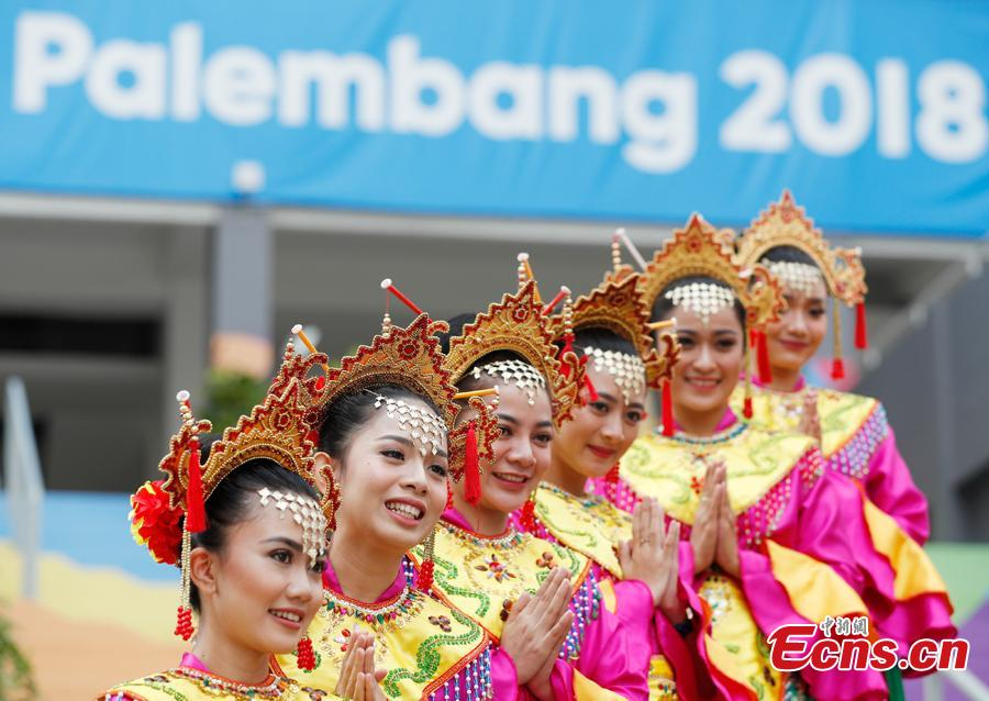 Indonesian girls don traditional costumes to attend flag-raising ceremonies at the Asian Games Village ahead of the 18th Asian Games in Jakarta, Indonesia, on Aug. 16, 2018. (Photo: China News Service/Liu Guanguan)