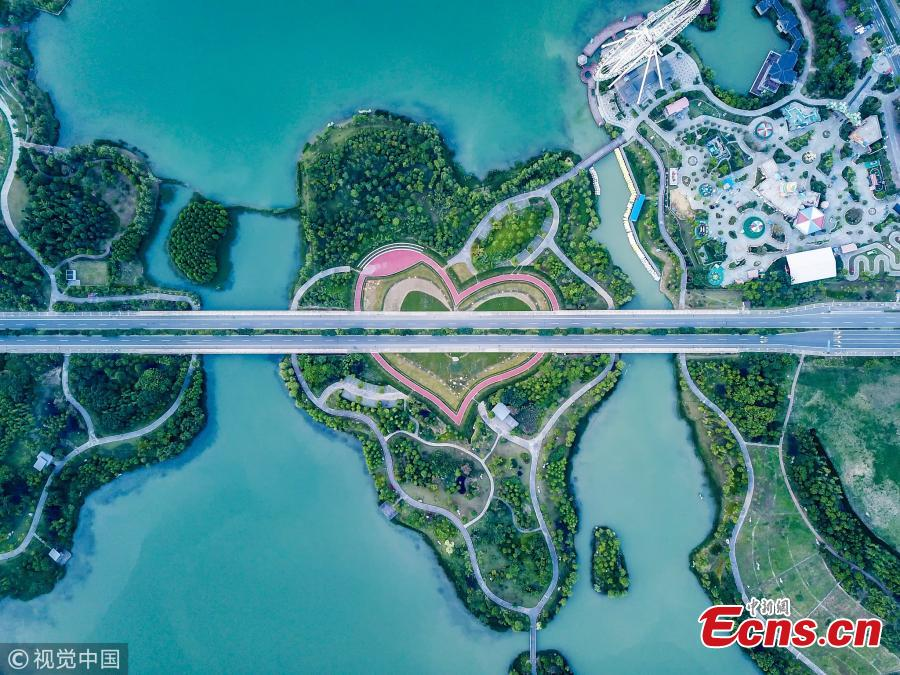 <?php echo strip_tags(addslashes(File photo shows a heart-shaped road. (Photo/VCG))) ?>