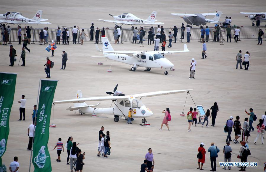 Visitors view displayed aircrafts during the 7th Faku Flight Conference in Shenyang, capital of northeast China\'s Liaoning Province, Aug. 18, 2018. The flight conference kicked off here on Saturday. (Xinhua/Yao Jianfeng)
