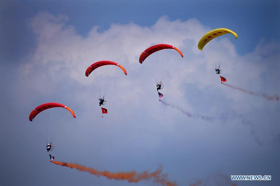Photo taken on Aug. 19, 2018 shows paramotor performance during the 7th Faku Flight Conference in Shenyang, capital of northeast China\'s Liaoning Province. (Xinhua/Yao Jianfeng)