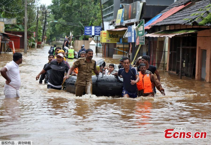 Rescuers evacuate people from a flooded area to a safer place in Aluva in the southern state of Kerala, India, August 18, 2018. Incessant downpours since Aug. 8 have caused the worst floods in a century in the southwestern state, and close to 200 people have perished in the rising waters and landslides. (Photo/Agencies)