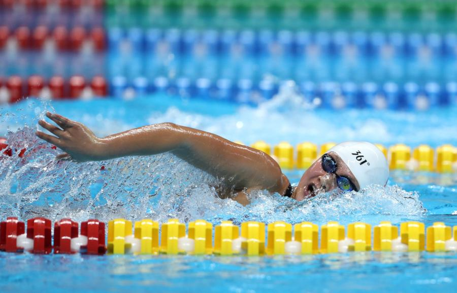 Li Bingjie of China is in action in the women\'s 1500m freestyle event at the GBK Aquatics Center in Jakarta, Indonesia on Aug. 19, 2018. (Photo/Xinhua)