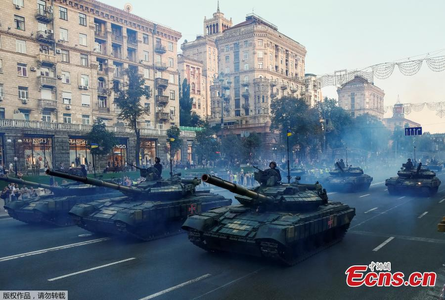 Ukrainian BMP-2 infantry fighting vehicles pass during a rehearsal for the Independence Day military parade in central Kiev, Ukraine August 20, 2018. (Photo/Agencies)