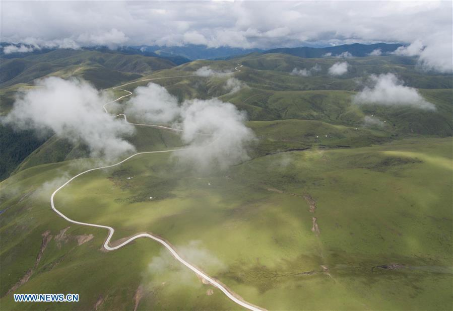 Aerial photo taken on Aug. 20, 2018 shows the view of Shangnan highway in Rangtang County, southwest China\'s Sichuan Province. At an altitude of over 3,000 meters, the nearly-40-kilometer Shangnan highway is a major road in the county which served a key role in shaking off poverty for local Tibetan herdsmen. (Xinhua/Jiang Hongjing)