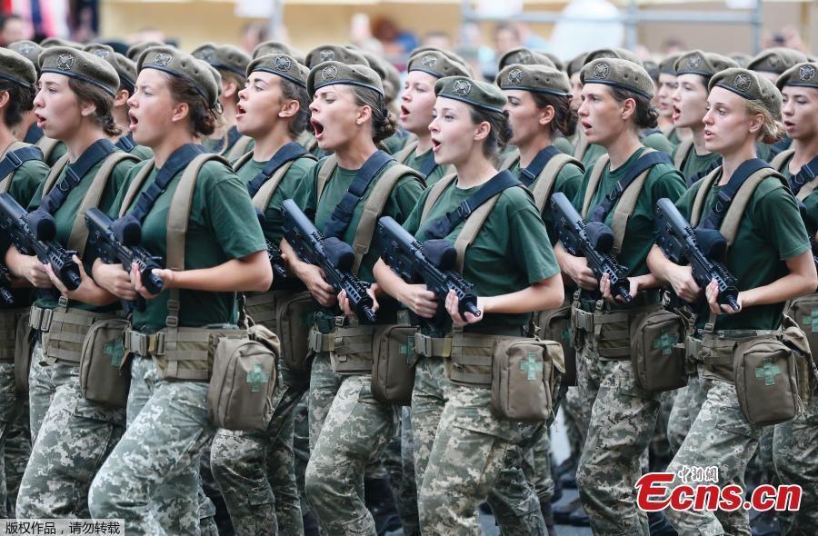 Servicewomen march during a rehearsal for the Independence Day military parade in central Kiev, Ukraine August 20, 2018. (Photo/Agencies)