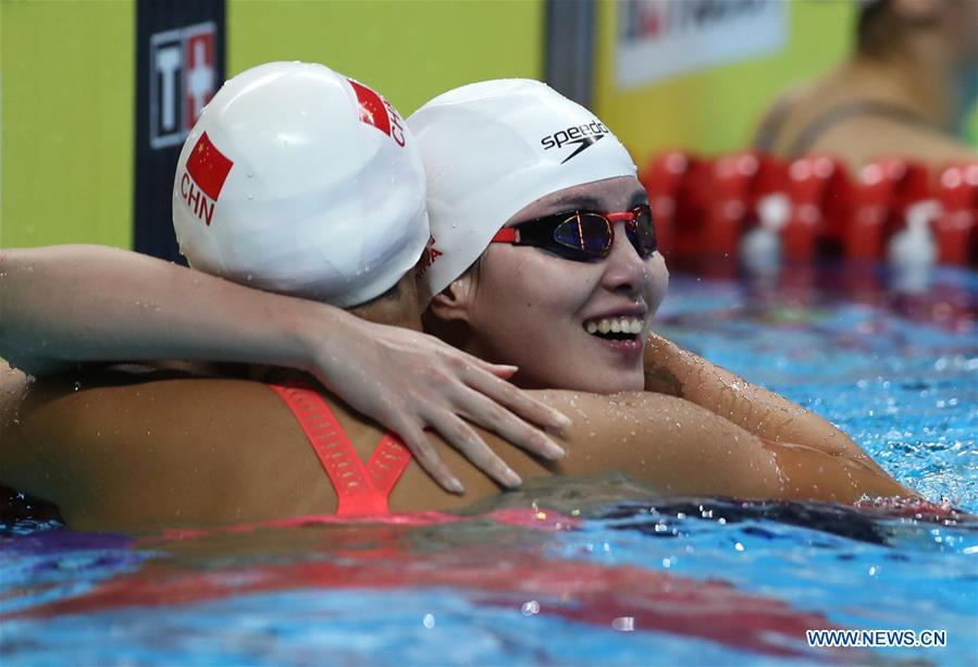 Liu Xiang (L) of China hugs with her teammate Fu Yuanhui after the women\'s 50m backstroke final of swimming at the 18th Asian Games in Jakarta, Indonesia, Aug. 21, 2018. Liu won the gold with 26.98 seconds and set a new world record. (Xinhua/Fei Maohua)
