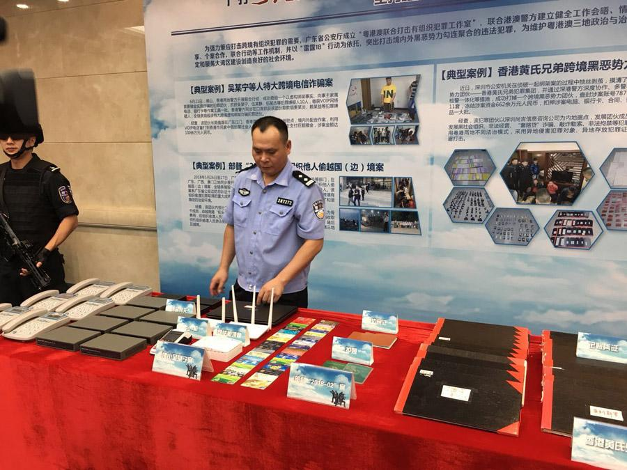 Tools used by gangsters are on display at a news conference in Guangzhou, Guangdong province on Aug 23, 2018. (Photo provided to chinadaily.com.cn)  Shantou police also seized more than 6 million yuan in assets connected to a criminal gang allegedly led by a village cadre surnamed Yao on March 22.  Yao and his gang are accused of using violence to force trade, influencing grassroots elections and illegally owning weapons.  On Thursday, Liang Ruiguo urged residents in rural areas to report any crime involving a secret society or violent gang.
