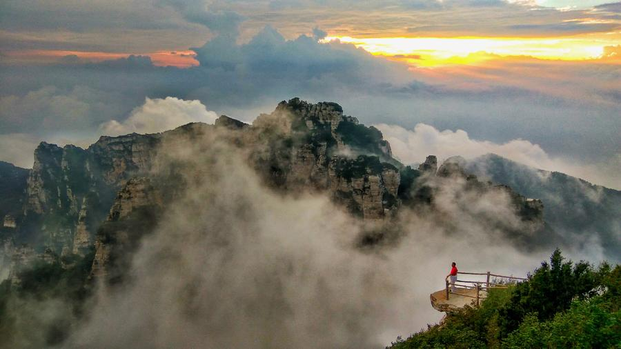 The beautiful autumn heights on Baishi Mountain. (Photo by Deng Zhong and Meng Haiying/chinadaily.com.cn)