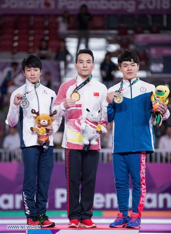 Deng Shudi (C) of China, Shogo Nonomura (L) of Japan and Chen Chih-Yu of Chinese Taipei pose for photo during the awarding ceremony for the Artistic Gymnastics Men\'s Rings Final at the Asian Games 2018 in Jakarta, Indonesia on Aug. 23, 2018. (Xinhua/Zhu Wei)