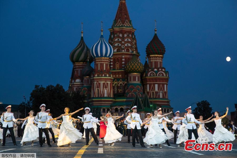 Russian military band participants perform during a rehearsal of the Spasskaya Tower international military music festival in Red Square, in Moscow, Russia, Aug. 23, 2018, with the Saint Basil\'s Cathedral in the background. (Photo/Agencies)