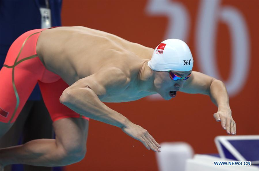 Sun Yang of China enters water during men\'s 1500m freestyle final of swimming at the 18th Asian Games in Jakarta, Indonesia, Aug. 24, 2018. (Xinhua/Fei Maohua)