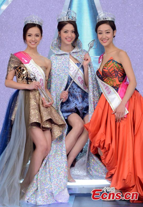Hera Chan (C) poses with first runner-up Amber Tang (L) and second runner-up Sara Ting (R) during the Miss Hong Kong 2018 pageant in Hong Kong, Aug. 26, 2018. (Photo: China News Service/Deng Qingle)