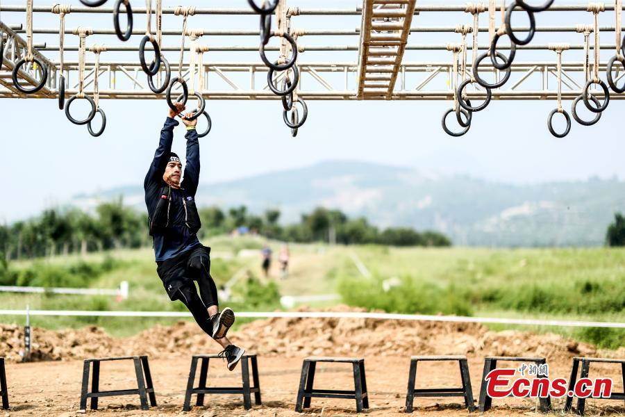 A participant competes in the 2018 Beijing Spartan Trifecta Weekend in Beijing, Aug. 26, 2018. More than 15,000 contestants participated in the obstacle course race that included three events of differing difficulty levels. (Photo: China News Service/Fu Tian)