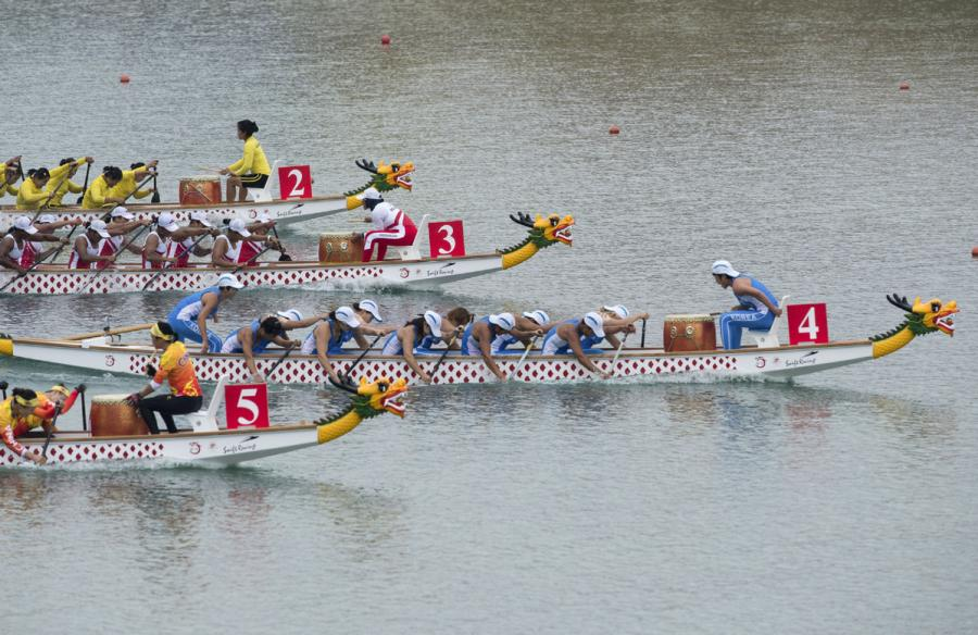 The unified Korean team competes during the women\'s 500-meter canoe competition. (Photo/Xinhua)