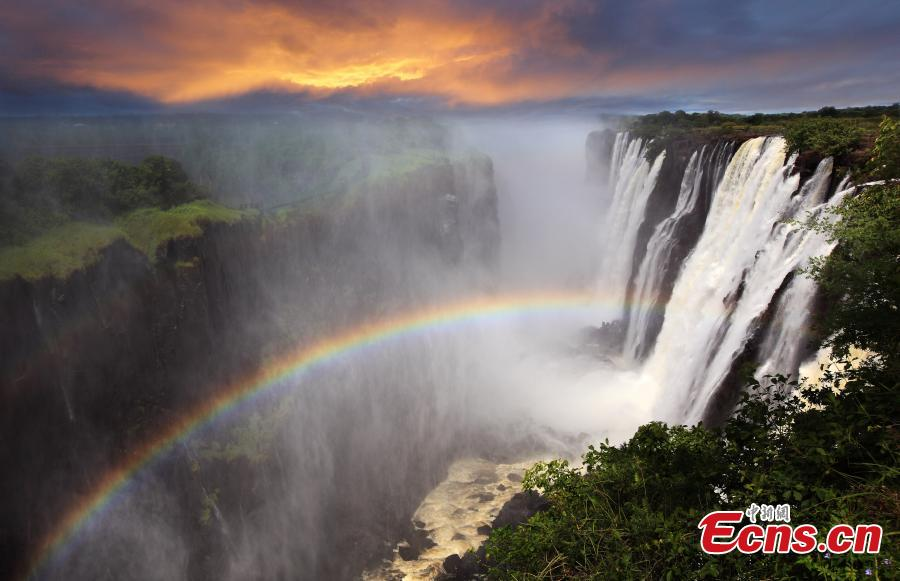 A view of Victoria Falls and the Zambezi River. (Photo provided to China News Service)