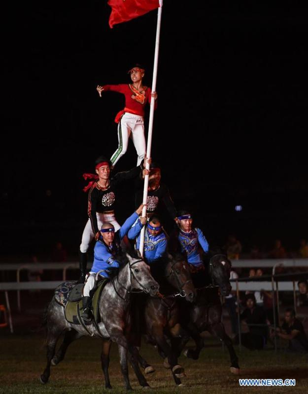 Performers present horse-riding skills during the opening ceremony of a horse-themed art week in Hohhot, capital of north China\'s Inner Mongolia Autonomous Region, Aug. 27, 2018. Kicked off here on Monday, the art week will include art performances, beer and food festival, and equestrian performances. (Xinhua/Peng Yuan)