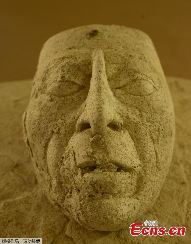 An undated handout photo made available on 27 August 2018, by Mexican federal government bureau INAH, Instituto Nacional de Antropologia e Historia, shows a plaster mask found in one of the structures of the archaeology site in Palenque, Chiapas, Mexico. During the work of conservation of the project that the INAH and the Embassy of the United States promote in favor of the architectural conservation of The Palace and the Tomb of Pakal, a head modeled in stucco, a substructure and a Mayan offering was unveiled in the state of Chiapas. The sculpture would symbolize Pakal \'the Great\' and was located east of House E, next to a ritual deposit of pottery, remains of fauna, minerals and other elements.(Photo/Agencies)