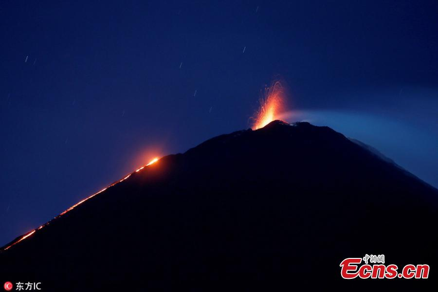 Pacaya volcano spews lava, viewed from San Vicente Pacaya, Guatemala, Aug. 28, 2018. According to a bulletin published by the Guatemalan Vulcanology Institute, INSIVUMEH, the volcano has slightly increased its activity in recent days without reporting any damage. (Photo/IC)