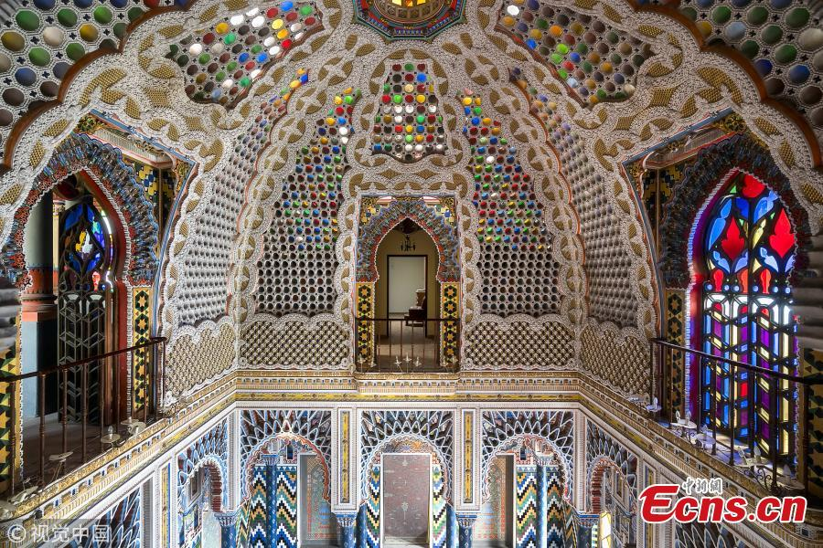 Urban photographer Roman Robroek spent five years scouring Europe for the grandest examples of forgotten architectural beauty.  A medieval Italian castle transformed into an oriental palace (Photo/VCG)