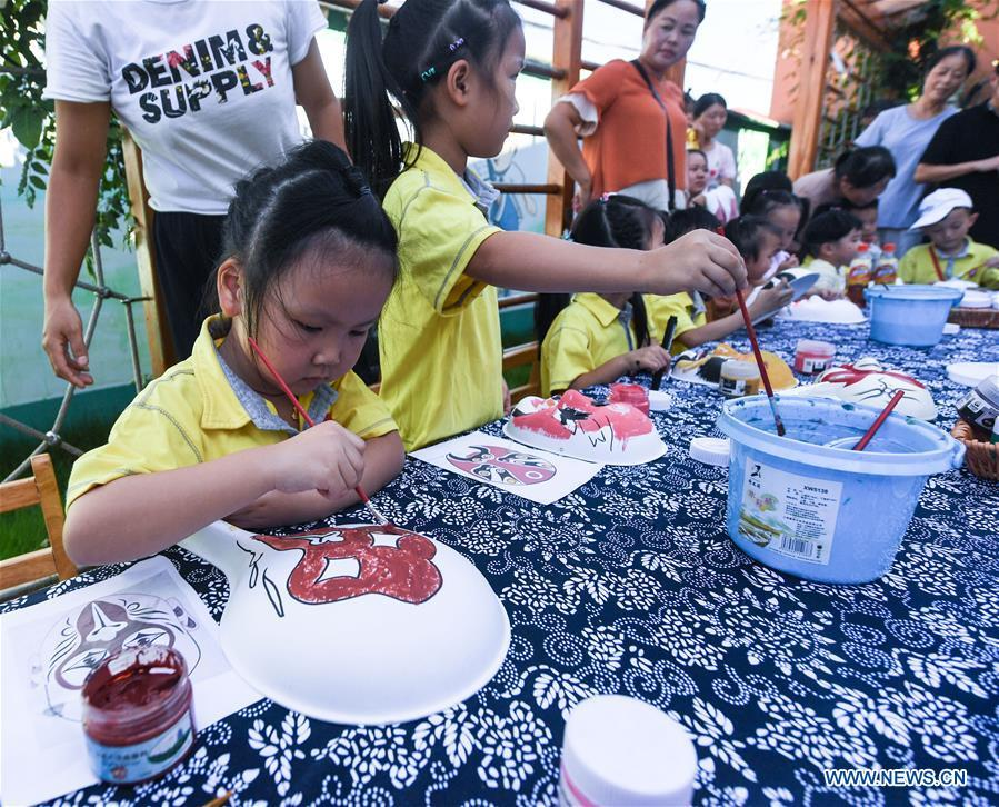 Children experience facial mask painting at a kindergarten in Changxing County, east China\'s Zhejiang Province, Aug. 30, 2018. The school prepares various activities for children to learn about traditional Chinese culture at the beginning of the new semester. (Xinhua/Xu Yu)